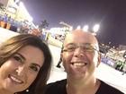 Fátima Bernardes e Alex Escobar fazem selfie na Sapucaí