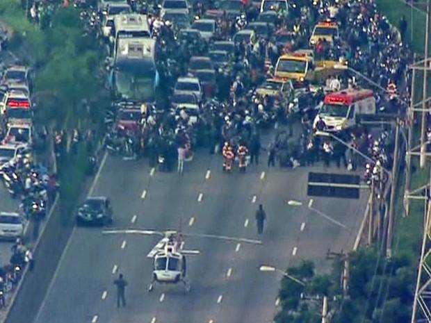 Perseguição policial fecha Marginal Pinheiros, em São Paulo (Foto: Reprodução TV Globo)