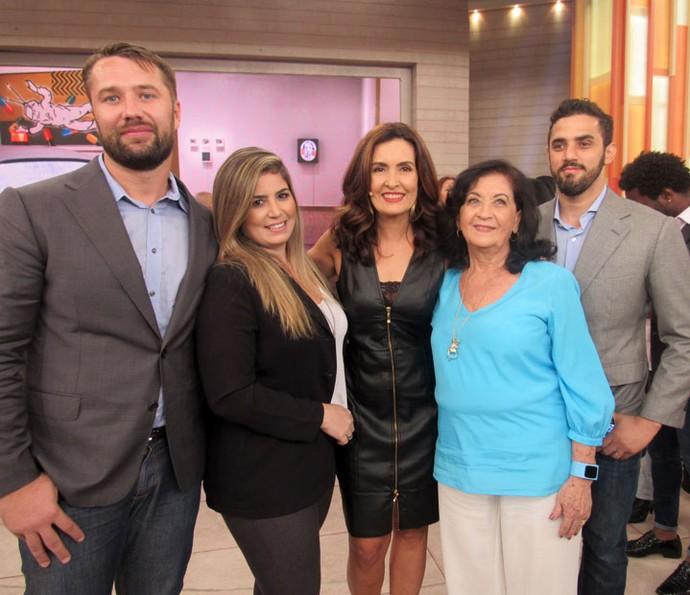 Mais convidados do programa com a apresentadora  (Foto: Juliana Hippert/Gshow)