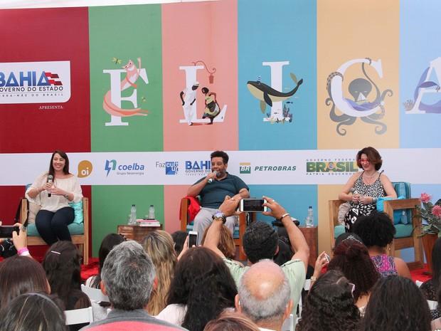 Mesa Paula Pimenta e Meg Cabot atraiu o maior público da Flica (Foto: Egi Santana/Flica)