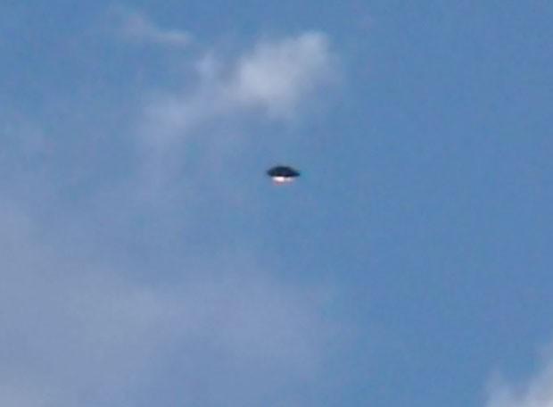 Internautas flagram Ovni no céu de Três Pontas (MG). (Foto: Laís Aparecida da Silva Correia)
