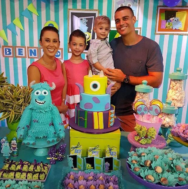 Dani com os filhos, Maria e Bento, e o marido, Felipe (Foto: Reprodução Instagram)