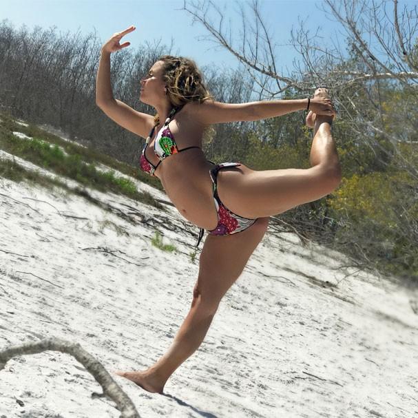 Maíra Charken diz tem feito mais yoga por conta da gestação. #BebêYoga (Foto: Acervo pessoal)