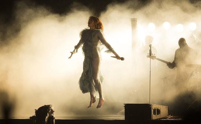 Florence 'flutua' em sua apresentação no Lollapalooza  (Foto: Raphael Dias/Gshow)