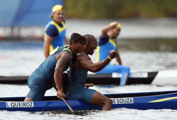 Erlon De Souza Silva e Isaquias Queiroz canoagem (Foto: AFP)