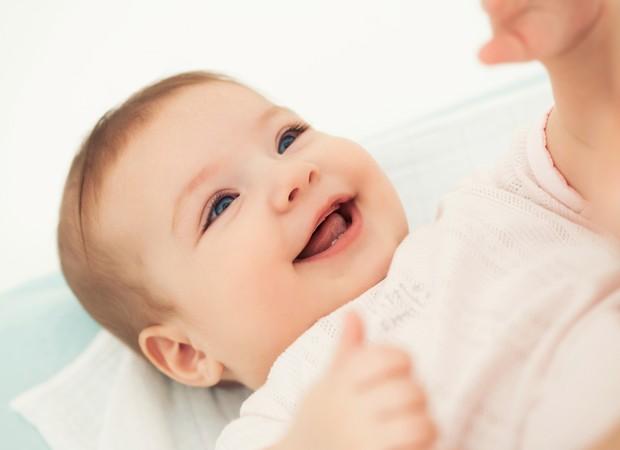 sorriso; bebe; deitado (Foto: Thinkstock)