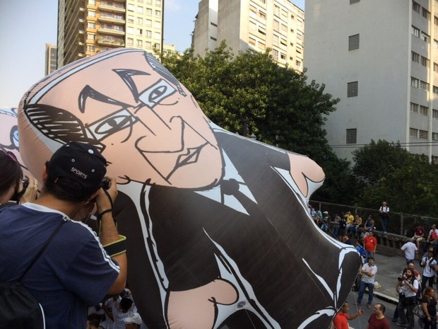 Boneco que representa o governador Geraldo Alckmin durante protesto em SP (Foto: Carolina Dantas/G1)