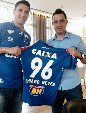 Thiago Neves com a camisa do Cruzeiro (Foto: Reprodução / Twitter)