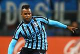 Grêmio encaminha volta do atacante Fernandinho; Maxi deve ficar no Chile