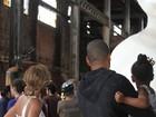 Beyoncé e a filha, Blue Ivy, usam vestidos iguais
