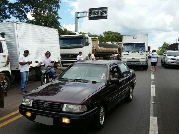 Caminhoneiros realizam ato de protesto reivindicando melhores condições de trabalho (Foto: Caio César / Cedida)