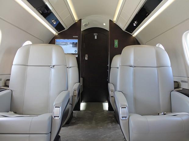Com quatro passageiros, a aeronave é capaz de voar sem escalas de São Paulo a Bogotá (Colômbia) ou de Manaus a Miami (EUA). (Foto: Fábio França / G1)