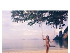 Rosie Huntington-Whiteley, top da Victoria's Secret, posa de biquíni
