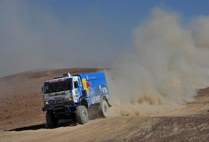 Os russos Andrey Karginov, Andrey Mokeev e Igor Devyatkin vencem entre os caminhões do Dakar 2014  (Foto: DPPI)
