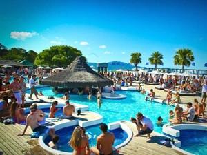 P12 oferece piscinas e festas na beira da praia (Foto: P12/Divulgação)