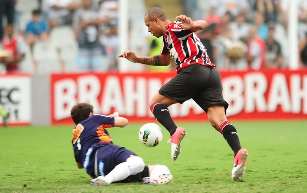 Luis Fabiano S&#227;o Paulo x Santos (Foto: Marcos Ribolli / Globoesporte.com)