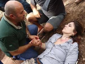 Magna fala com Neves após acidente sofrido em rodovia no Mato Grosso (Foto: Airton Neves/Divulgação)