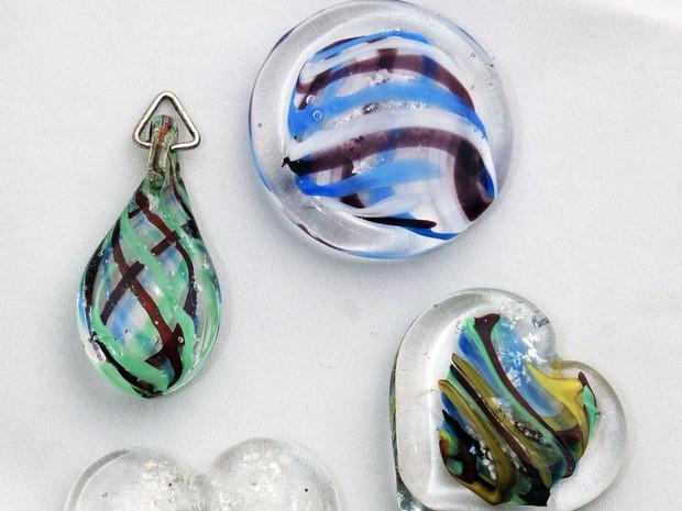 Pingentes são feitos em vários formatos; o mais pedido é o de coração (Foto: Divulgação)