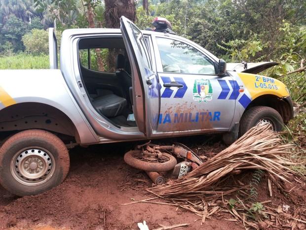 Viatura bateu de frente com motocicletas; dois suspeitos de assalto morreram no local (Foto: Divulgação)