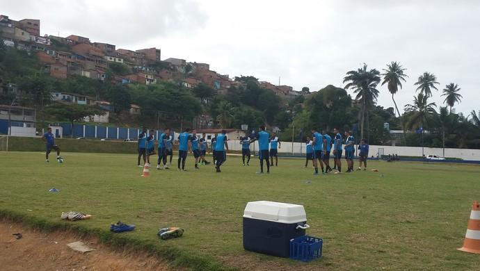 Jogadores bateram bola antes de começar o aquecimento (Foto: Augusto Oliveira / GloboEsporte.com)