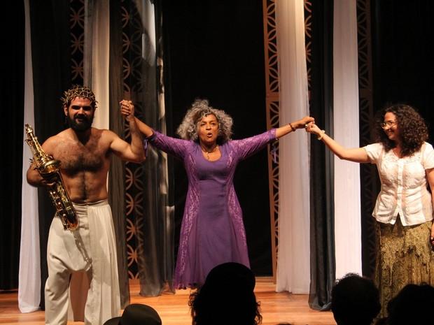 Elisa Lucinda em ação em peça em Ipanema, Zona Sul do Rio (Foto: Wallace Barbosa/ Ag. News)