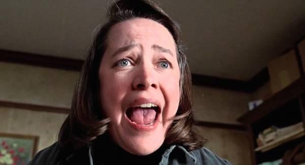 A atriz Kathy Bates em cena de Louca Obsessão (1991) (Foto: Reprodução)