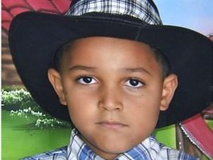 Garoto de 6 anos morreu após ser atropelado na calçada de casa, em Goiás (Foto: Reprodução/ TV Anhanguera)