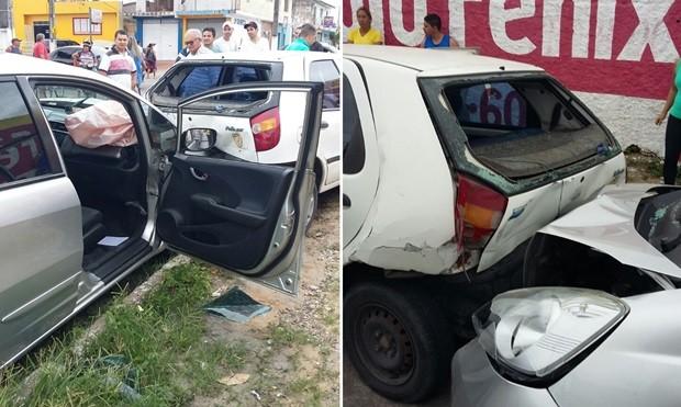Carro roubado pelos criminosos bateu em outro veículo durante a perseguição  (Foto: Divulgação/PM)