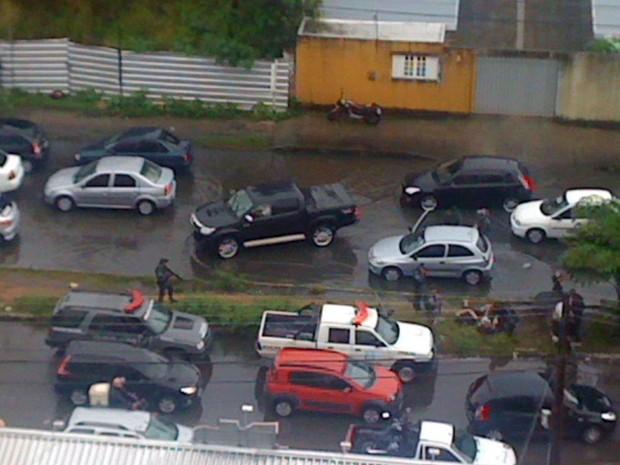 Suspeitos foram levados para Delegacia de Plantão da Zona Sul de Natal (Foto: Marcleide de Fátima)