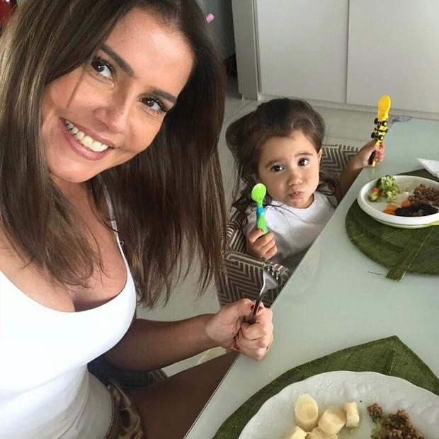 Deborah Secco e Maria Flor (Foto: Reprodução Instagram)