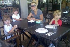 Wanda Nara em foto recente com os filhos (Foto: Twitter)