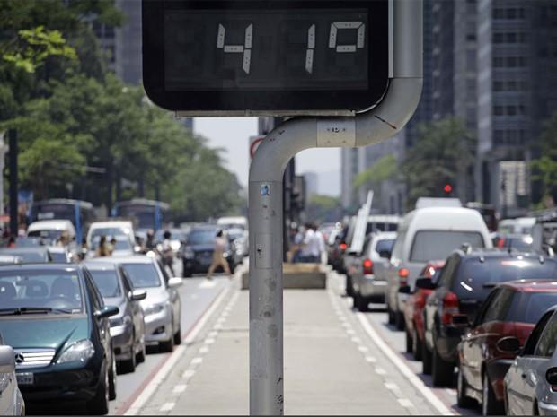 Termômetro na Avenida Paulista registrou 41° C nesta quarta (Foto: Nelson Antoine/ Fotoarena/ Estadão Conteúdo)