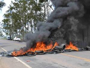 do protesto seria a falta de lombadas, o que tem causado acidentes no local (Foto: Wagner Wilker/ Blog Bonito 360 graus)