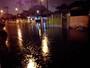 Temporal gera alagamentos e falta de energia em cidades do litoral de SP