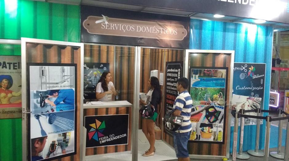 Empreendedora e consultora conversam sobre loja de serviços gerais (Foto: Fabiano Candido)