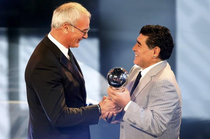 Ranieri Maradona premio melhor técnico fifa (Foto: Reuters)