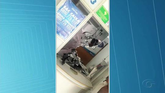 Homens invadem lotérica, roubam e fazem dois reféns em Ibateguara, AL