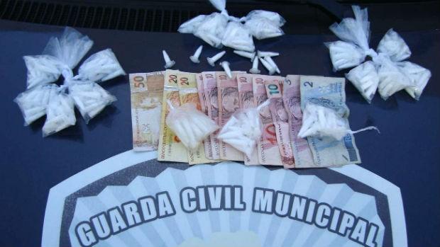 Guarda Municipal apreende dupla com drogas perto de escola em Sorocaba (Foto: Divulgação/Guarda Civil Municipal)