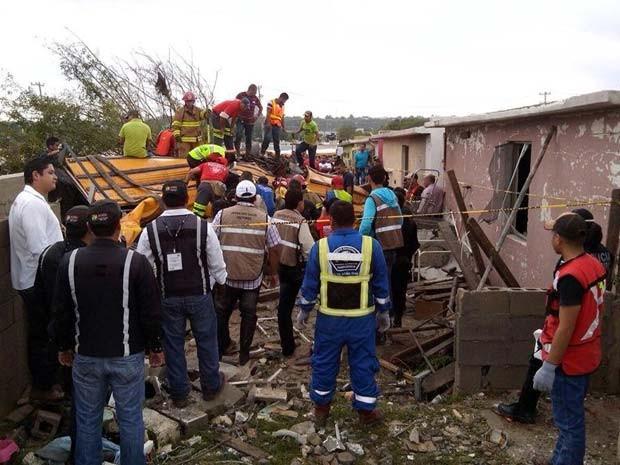 Casas de Ciudad Acuña ficaram destruídas após passagem de tornado na região norte do México (Foto: Reprodução/ Twitter/ Lenin Perez)