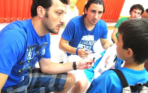Edu Dracena e Fucile em evento beneficente (Foto: Lincoln Chaves / Globoesporte.com)
