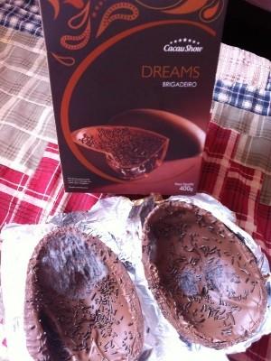 Internauta afirma ter ganhado ovo de chocolate com mofo, em Itaberaí, Goiás 2 (Foto: Adison Utim Camilo Nascimento / Vc no G1)