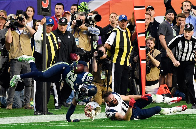 Jeremy Lane machuca a mão, superbowl (Foto: Getty Images)