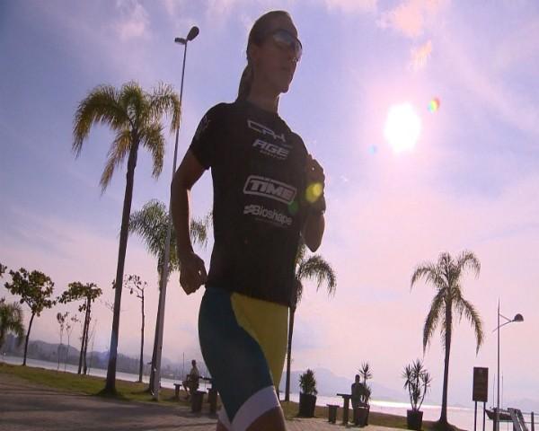 Atleta se prepara para competição que ocorre em Florianópolis (Foto: Reprodução/RBS TV)