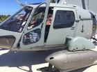 Helicóptero da Marinha é exposto em praça de Búzios, no RJ