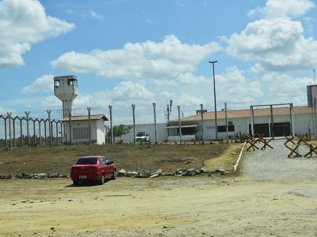 Na Cadeia Pública de Nova Cruz, cidade da região Agreste do estado, bloqueadores também já estão funcionando (Foto: Andrea Tavares/G1)