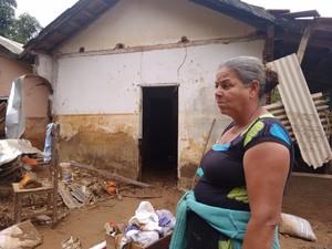 Maria Damasceno morava com o pai que foi carregado pelas águas (Foto: Zana Ferreira/G1)
