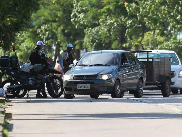 Fiscalização no Recife do uso do farol baixo aceso durante o dia  (Foto: Marlon Costa/Pernambuco Press)