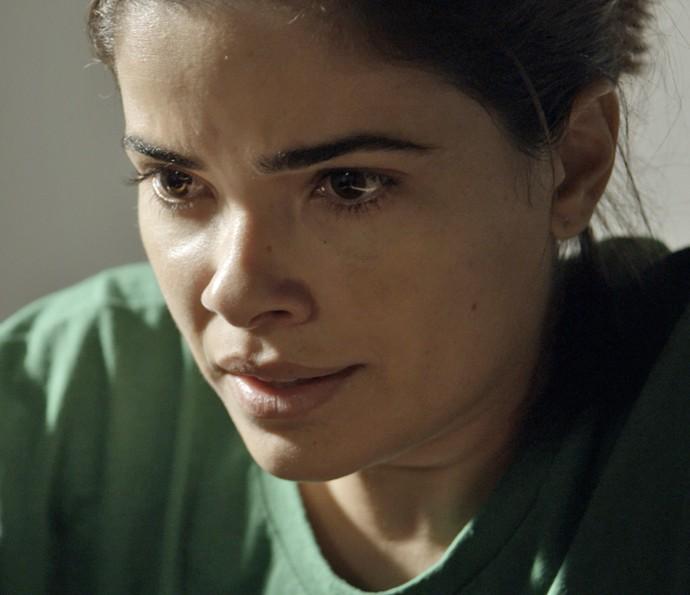 Tóia pede ajuda de Adisabeba para fazer com que Juliano a esqueça (Foto: TV Globo)