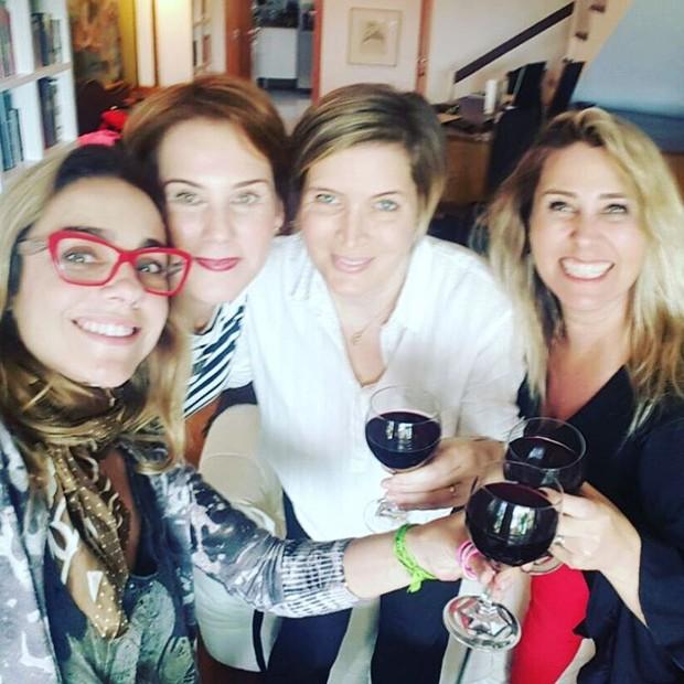 Andreia Sorvetão e Paquitas (Foto: Reprodução / Instagram)