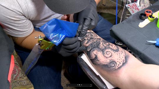 Tatuagem, asa delta e muito mais no 'EMME', 25